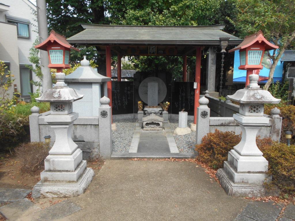 静御前の墓02