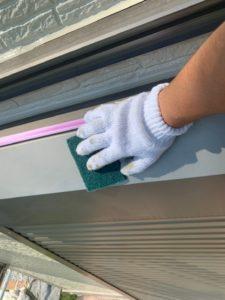幸手市屋根外壁塗装 シャッターボックスケレン