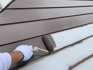 加須市屋根外壁塗装 屋根中塗り