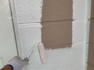 加須市屋根外壁塗装 外壁下塗り