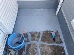 鴻巣市 ベランダ防水塗装 ウレタン塗布1回目