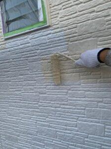 春日部市 外壁塗装 中塗り