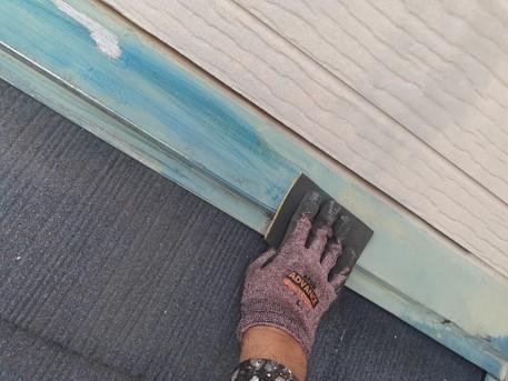 鴻巣市 屋根塗装 雨押え補修 ケレン作業