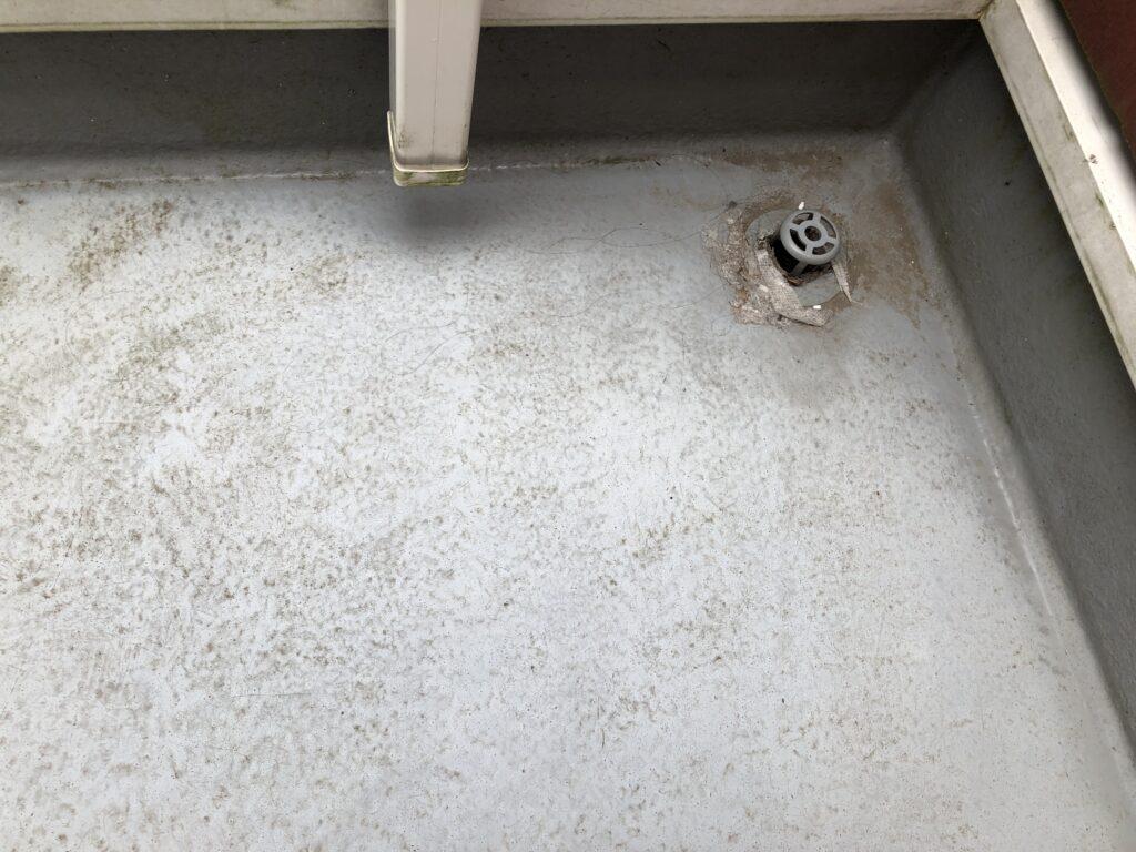 上尾市 外壁塗装 ベランダの防水塗膜劣化