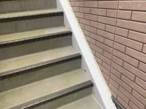 蓮田市 階段鉄部 サビの発生