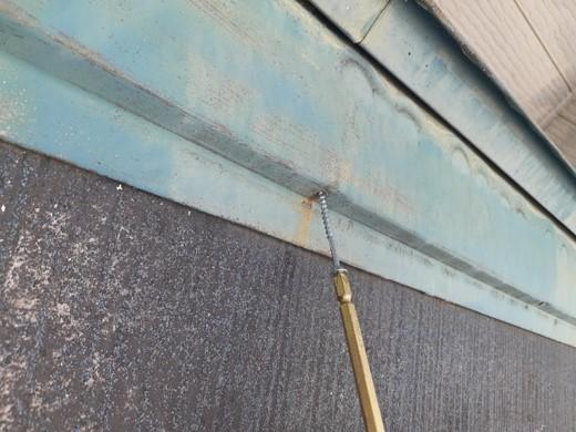 鴻巣市 屋根塗装 雨押え補修 釘からビスへ打ち直し