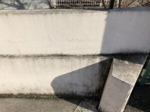 春日部市 外塀 汚れの堆積
